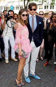 Olivia Palermo and Johannes Huebl showed their support for Valentino in the label's designs at Fall 2012 Haute Couture Fashion Week. Estilo Olivia Palermo, Olivia Palermo Style, Audrey Hepburn, Lace Outfit, Lace Dress, Dress Red, Swag Dress, Star Fashion, Fashion Trends