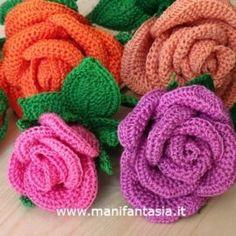 rose uncinetto con gambo aperte: schemi e tutorial Tutorial, Lana, Baby Shoes, Crochet, Creative, Kids, Crochet Flowers, Amigurumi, Manualidades