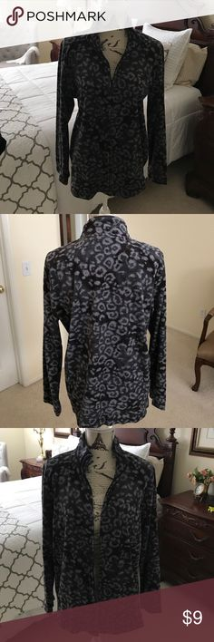 Comfy animal print lightweight jacket. Animal print zip up the front jacket. Side pockets, long sleeves. Just the right weight for cool days or evenings looks great with black or gray pants. Never worn excellent Condition Basic Editions Jackets & Coats