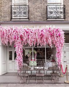 London is Pink: 5 Pink Cafe's You… saint aymes cafe london, United Kingdom. London is Pink: 5 Pink Cafe's You Have to Try – London is Pink Boutique Interior, Cafe Interior, Pink Cafe, Decoration Vitrine, Brunch Places, London Instagram, Pink Photo, Shop Fronts, Cafe Design