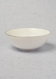 Refresh your dining table this festive season with this beautiful metallic rim bowl. Matching items available.
