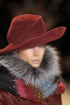 Whatever you want - Carolina Herrera Fall 2010 Details Carolina Herrera, Fur Fashion, Fashion Trends, Vogue, Stylish Hats, Fancy Hats, Church Hats, Love Hat, Hat Hairstyles