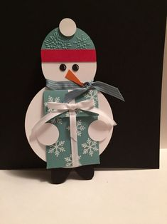 This adorable snowman is holding a present that is just right for a gift card