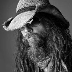 """""""Zombie VIP meet and greet packages now available for the Return of the Dreads tour ! Head over to future-beat.com for details. #robzombie #korn…"""""""