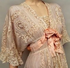 Lot:An early silk and lace negligee. A beautiful, Lot Starting Auctioneer:Busby, Auction:An early silk and lace negligee. A beautiful, AM PT - Mar 2016 1900s Fashion, Edwardian Fashion, Vintage Fashion, Retro Mode, Vintage Mode, Vintage Outfits, Vintage Dresses, Vintage Clothing, Rose Shabby Chic