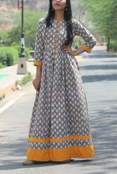 Best How To Wear Hijab Fashion Maxi Skirts Ideas Pakistani Dresses, Indian Dresses, Indian Outfits, Indian Attire, Indian Ethnic Wear, Kurti Neck Designs, Blouse Designs, India Fashion, African Fashion