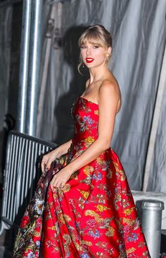 Taylor Swift's $30 Tights Reminded Me of Winter's Most Brilliant Fashion Trick Taylor Swift 2018, Taylor Swift Style, Taylor Alison Swift, Plaid Tights, Fashion Editor, Fashion Tips, Women's Fashion, Taylor Swift Wallpaper, Swift Photo