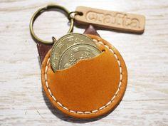 小銭が入る!レザーキーホルダー「コイン猫」キャメル 革