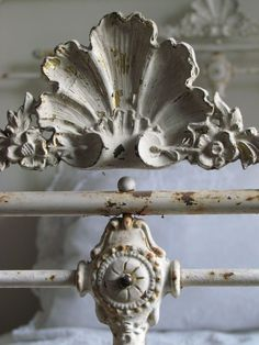 Antique French Bed / Metal charm in white. French Antiques, Vintage Antiques, Antique Beds, Antique Headboard, Antique Iron, Vintage Iron, Antique Chairs, Antique Furniture, French Bed