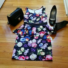 ⤵REDUCED PEPLUM PLEASURE with BACK PEEP HOLE Cute floral peplum fitted dress with colors of summer. Add your favorite shoes to dress it up or down! The back peep hole shows just enough! Charlotte Russe Dresses