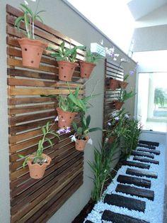15 Amazing Hallway Wall Decor Ideas for Your Home - www. 15 Amazing Hallway Wall Decor Ideas for Your Home - www. Backyard Patio, Backyard Landscaping, Vertikal Garden, Vertical Pallet Garden, Vertical Bar, Hallway Wall Decor, Hallway Walls, Diy Wall, Patio Interior