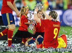 西班牙隊托雷斯跟小孩