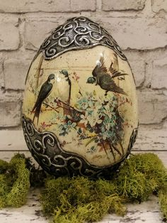 decoupage w polymer accents Egg Crafts, Easter Crafts, Diy And Crafts, Egg Shell Art, Carved Eggs, Egg Tree, Diy Ostern, Decoupage Art, Faberge Eggs