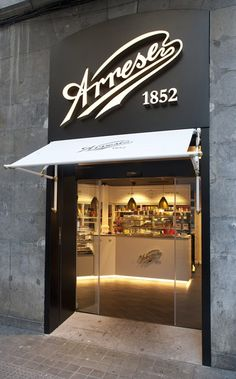 This particular photo is truly a formidable design procedure. Bakery Design, Cafe Design, Store Design, Sign Design, Bakery Interior, Restaurant Interior Design, Pastry Shop Interior, Restaurant Facade, Cafe Shop