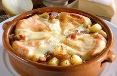 Tartiflette légère WW, recette d'un délicieux gratin de pommes de terre aux oignons, jambon et reblochon, facile à faire et parfait à servir avec une salade