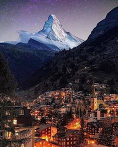 Matterhorn of Zermatt, Switzerland 🇨🇭 ✨ would you travel here after seeing this? Tag someone. Photo by Zermatt, A Court Of Wings And Ruin, A Court Of Mist And Fury, Wonderful Places, Beautiful Places, Wallpaper Natal, Switzerland Vacation, Switzerland Tourism, Switzerland Destinations