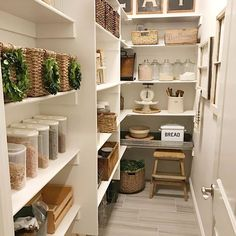 You know I love me some organization and I absolutely loved the process of organizing our pantry!  It makes me happy to put things in their place, make labels for things and break down all the cardboard after a grocery trip!  Sharing for Erin @cottonstem for her #cottonstemheartsorganization ❤️ For more organized spaces in our home, check out my blog @ourvintagenest, link in my profile!  I've shared all the sources in my post!  Have a good night, friends and stay tuned tomorrow for some…