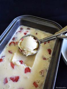 RECELANDIA: Helado de tres leches con trocitos de fresa -- leche evaporada  leche condensada crema de leche  leche en polvo Fresas  +++ 3 different miks  Ice cream