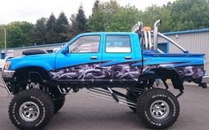 Dragon_wave_wrap_on_Toyota_Hilux_monster_truck_large.JPG (480×301)