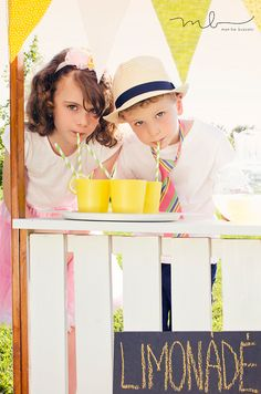 kids summer photography | lemonade stand