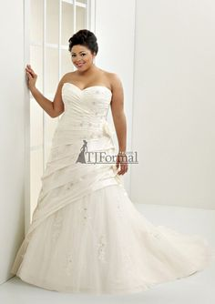Elegant Plus Size Wedding Gown At:  http://fresno-weddings.blogspot.com/2011/08/mori-lee-julietta-plus-size-wedding_22.html