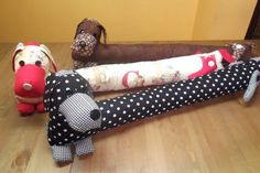 Kit Pepo, el PErro POrtero - La Gallina Paperina  Can someone tell me, what are these?? I think they look like they might would go in between you kids wall and bed so they don't get stuck.: