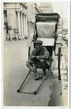 Rickshaw Puller in China Old Pictures, Old Photos, Vintage Photos, Chinese Opera, Chinese Art, Empress Dowager Cixi, Fan Ho, Boxer Rebellion, Japan Illustration