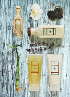 Érezzük a frisseséget és az újjáéledést a pezsdítő élményt nyújtó Aroma Spa Collection segítségével. Ezekkel a csodálatos termékekkel élvezhetjük egy wellness fürdő hatásait otthonunkban.