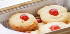 Orange juice cookies // Biscuits au jus d'orange Biscuit Cookies, Yummy Cookies, Shortbread Cookies, Cookie Recipes, Dessert Recipes, Orange Cookies, Kinds Of Desserts, Jus D'orange, Sweet Treats