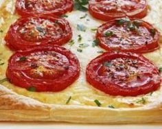 Tarte légère à la ricotta et tomate. An heirloom tomato tart is a savory treat that you can prepare using a number of different ingredients and methods. Bake a delicious tart that highlights . Savory Tart, Gabel, Salad Dressing Recipes, Mushroom Recipes, Appetizers For Party, Strudel, Eating Habits, Food Dishes, Favorite Recipes