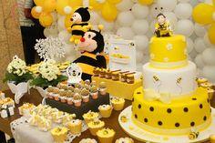 Topo para bolo menina vestida de abelhinha