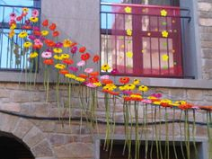 DECORACIÓ DE PRIMAVERA   wonderful way to welcome spring Decoration, Spring, Ideas Para, Backdrops, Recycling, Arts And Crafts, Classroom, Display, Cool Stuff