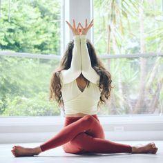 Yoga pose | Yoga inspiration | Yogi goals | Flexibility http://kundaliniyogameditation.com/ #YoYoYoga-PosesandRoutines