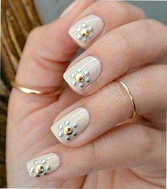 Decoración y diseños de uñas - Uñas con piedras  Clásico pero extravagantes diseños - #decoracion #uñas #nail #design #nailart