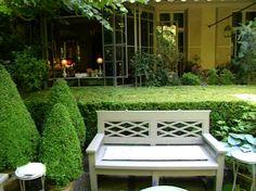 Le jardin parisien de Pierre Berger Garden Benches, Garden Seating, Outdoor Life, Outdoor Gardens, Outdoor Decor, Garden Furniture, Outdoor Furniture Sets, Paris Garden, Cedar Garden