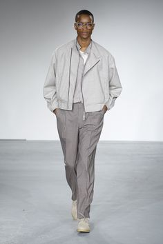 Choosing The Right Men's Leather Jackets London Fashion Week Mens, Latest Mens Fashion, Men's Fashion, Fashion Design, Revival Clothing, Monochrome Fashion, Mens Trends, Men Style Tips, Aesthetic Fashion
