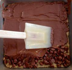 Marshmallow & Chocolate Toffee Bars | 31 Creative Ways To Feast On Marshmallows