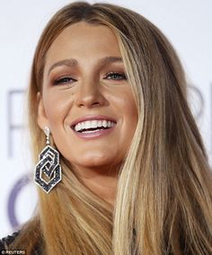 Blake Lively says Ryan Reynolds 'is all mine' at Peoples Cho.-Blake Lively says Ryan Reynolds 'is all mine' at Peoples Choice Awards Grin when you're winning: She looked like she knew her luck was in on the red carpet… - Blake Lively Haar, Blake Lively Makeup, Blake Lively Moda, Blake Lively Style, Blake Lively Hair Color, Blake Lively Wedding, Blake Lively Ryan Reynolds, Little Girl Hairstyles, Trendy Hairstyles