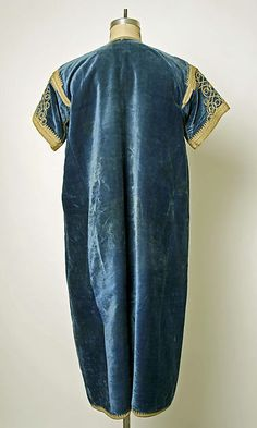 Robe (image 2) | probably Moroccan | silk | Metropolitan Museum of Art | Accession Number: C.I.53.74.2