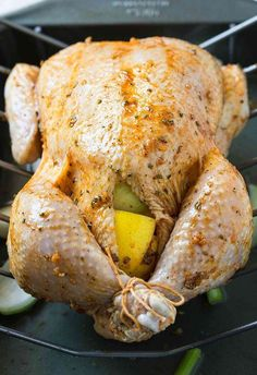 Learn to make perfect super juicy garlic & herb roasted whole chicken in the oven. Quick preparation & tons of flavors with delicious gravy on the side. Roast Chicken Recipes, Turkey Recipes, Dinner Recipes, Whole Chicken Recipes Oven, Whole Baked Chicken, Stuffed Whole Chicken, Chicken Spices, Garlic Chicken, Butter Chicken
