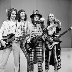 A compilation of the hit songs by the glam rock band Slade from between 1971 and Uk Music, Music Pics, Disco Fashion, Punk Fashion, Lolita Fashion, Fashion Boots, Style Fashion, Glam Rock Attire, Hard Rock