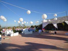 Esferas decorativas  al aire libre en Jardin de Fiestas Calypso Gardens