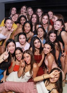 The biggest group pictures are possible with Magic Mirror Photobooth LA. The biggest group pictures are possible with Magic Mirror Photobooth LA. Squad Pictures, Group Pictures, Cute Friend Pictures, Best Friend Pictures, Princesa Disney Aurora, Friendship Photos, Prom Couples, Birthday Photography, Wedding Photography