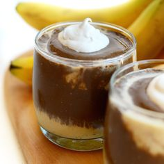 Healthy Peanut Butter Cup Smoothie - high protein and dairy-free! (too much banana to be completely thm friendly, but looks too good to pass up for a once in a while treat! Low Calorie Smoothies, Fruit Smoothies, Healthy Smoothies, Smoothie Recipes, Healthy Snacks, Healthy Eating, Drink Recipes, Clean Eating, Healthier Desserts
