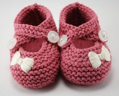 Little Miss Bow Baby Booties You Choose por pleasantlyplumpknits