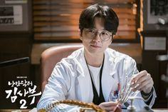 "[Photos] New Stills and Behind the Scenes Images Added for the Korean Drama ""Dr. Romantic @ HanCinema :: The Korean Movie and Drama Database Korean Drama Best, Korean Drama Movies, Korean Celebrities, Korean Actors, Dramas, Bts Eyes, Romantic Doctor, Lee Sung Kyung, Medical Drama"