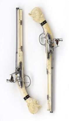 Flint gun with ivory drawer manufactured by Vivier Sedan, circa 1665-1670 (one of a pair)