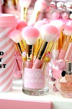 Gorgeous makeup brushes best makeup products - http://amzn.to/2jpvOwg
