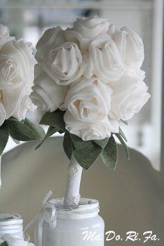 rose bianche in tessuto
