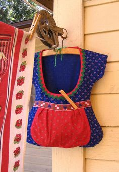 Dirndl Clothespin Bag - Let the Dirndl Clothespin Bagbecome your favorite chore accessory for all the times you're outside taking in the fresh air and drying your clean clothes. Learn how to make a clothespin bag with this helpful tutorial.